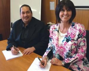 TePiringa signing Nov 2014